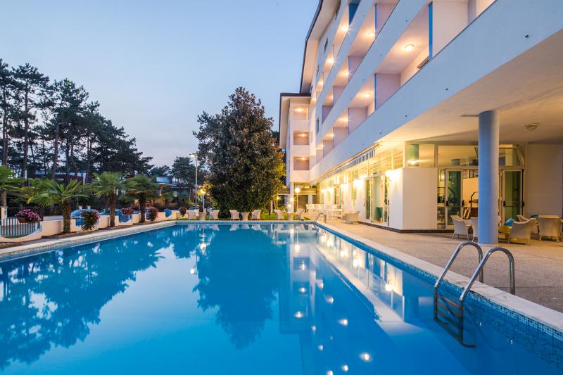 Hotel olympia lignano sabbiadoro for Piscina hotel olympia