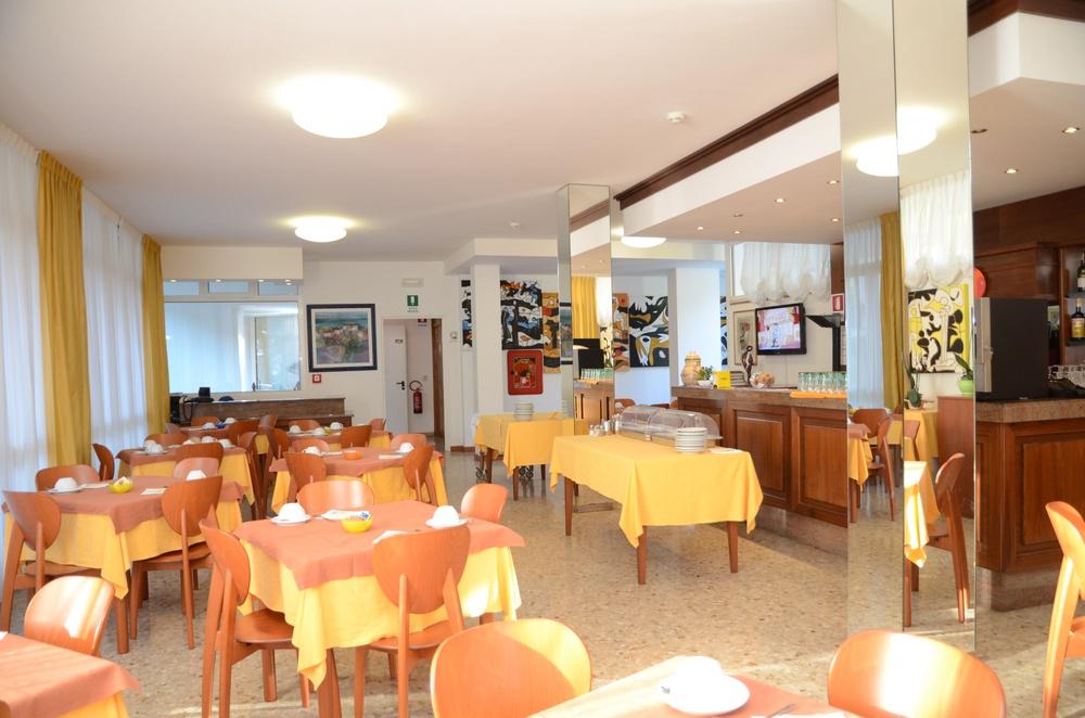 Hotel meubl zenith lignano sabbiadoro for Hotel meuble la spiaggiola