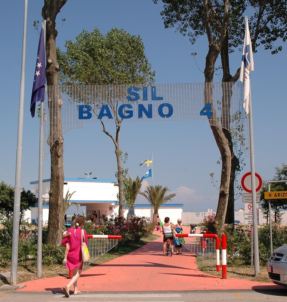 4 bagno 4 beach establishment lignano sabbiadoro for Bagno 5 lignano riviera