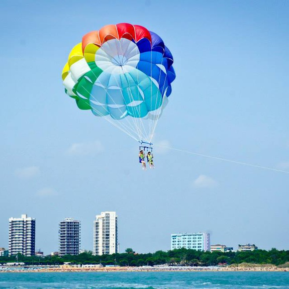 """Anche domani"" parasail above the sea of Pineta"
